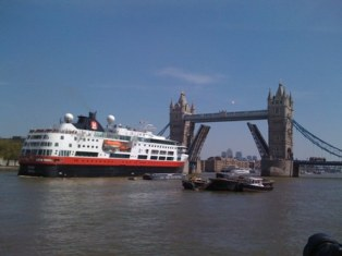 An assessment of current and future cruise ship facility requirements in London picture
